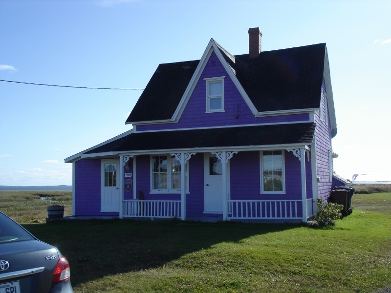 La maison mauve cottages condos housekeeping units lodgingmagdalen islands for Photo maison